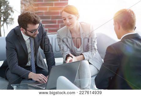 woman lawyer advises his client