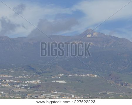 Photo Picture Of The Beautiful Volcan Basaltic Mountain