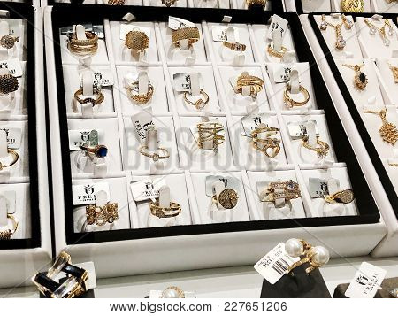 Rishon Le Zion, Israel- January 3, 2018: Gold Rings With Beautiful Big Stones At The Exhibition In T