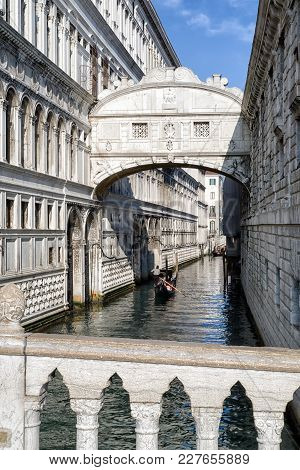 Venice, Italy - February 11: Bridge Of Sighs And Gondola In Water Canal On February 11, 2018 In Veni