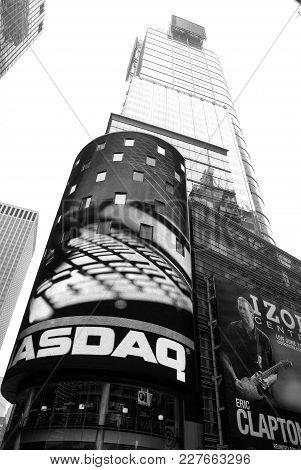 New York, Usa - November 13, 2008: High Skyscraper, Tower Building, Modern Architecture With Commerc