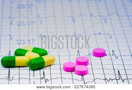 Ekg Or Ecg (electrocardiogram) Graph Report Paper. Est ( Exercise Stress Test ) Result And Pills. Pa