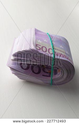 A Lot Of 500 Euros Under Rubber Elastic Green Bund