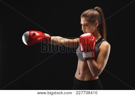 Side View Of A Gorgeous Young Woman With Boxing Gloves And Standing In Position, Ready To Fight. Moc