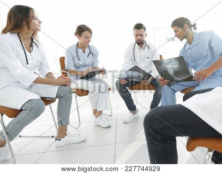 group of surgeons and medical professional staff discussing on patient radiography