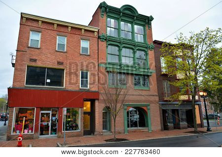 Cohoes, New York, Usa - April 25, 2017. Street View In Cohoes, Ny, With Historic Buildings And Comme