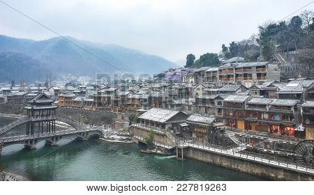 Fenghuang, Hunan, China - October 06, 2017: Unidentified Tourists At The Old Town Of Phoenix (fenghu