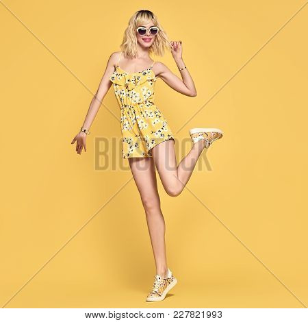 Short-haired Girl In Fashionable Sunglasses Having Fun. Full-length Portrait Young Playful Female Bl