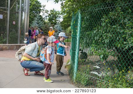 Saint Petersburg, Russia - July 26, 2017: Mom With Children In The Zoo Near The Enclosure With Water