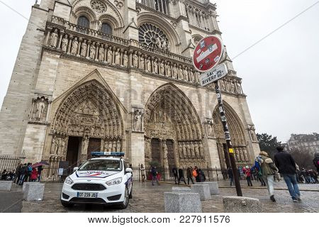 Paris, France - December 20, 2017:  Police Car In Front Notre Dame De Paris Cathedral, Which Is A Pa