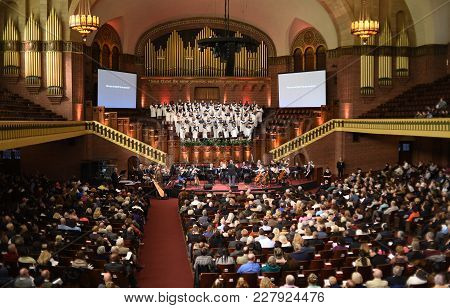 Moody Church Worship Service With Choir And Orchestra Performing, Chicago, Il October 29th, 2017