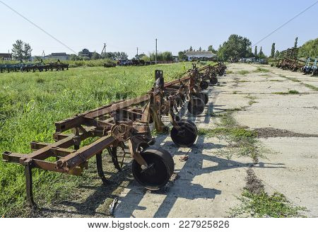 Trailer Hitch For Tractors And Combines