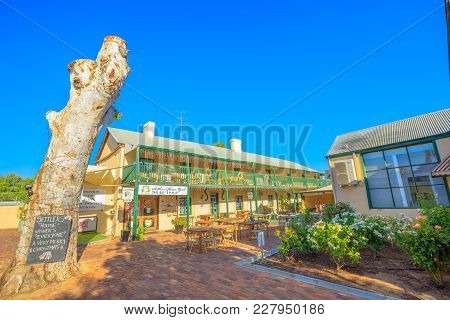 York, Australia - Dec 25, 2017: Courtyard Of Settlers House Hotel With Some Of Accommodation Units I