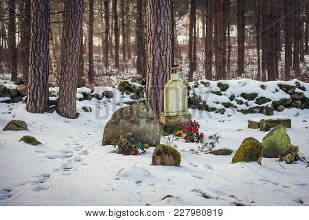 Graves Ona  Muslim Cemetery In Kruszyniany, Small Village Famous For Its Polish Tatars Residents In