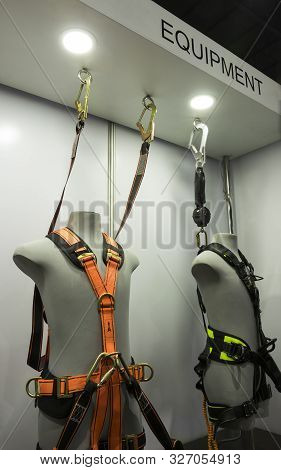 Industrial Safety Harness ; Personel Protective Equipment For High Ground Working ; Industrial Backg