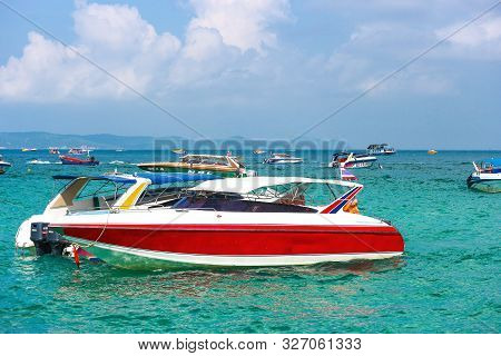 2019 October 06. Pattaya Thaland. Thai Speed Boat Parking On The Sea At Koh Larn Island.