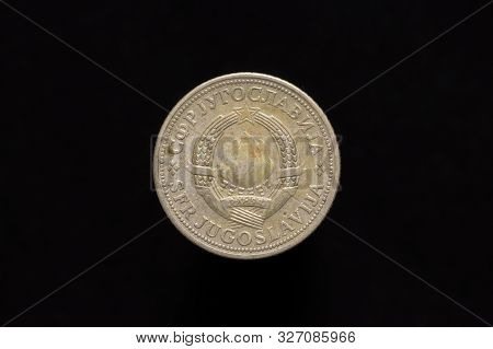 Socialist Federal Republic Of Yugoslavia Old 2 Dinara Coin From 1972, Obverse Showing The State Embl