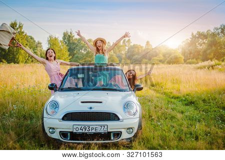 Russia, Moscow 27 July 2019 Best Friends Having Fun Celebrating Car Ride Sunset Group Happy People O