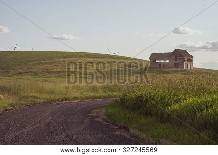 Decaying, Abandoned Spooky Old Farmhouse Shack In The Rolling Hills Of The Palouse Region Of Washing