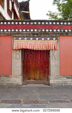 Retro Wooden Door And Wall In Kumbum Monastery, Ta'er Temple A Tibetan Buddhism Monastery In Huangzh