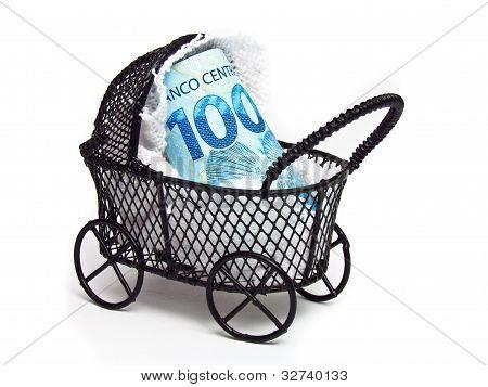 Brazilian money being careful as a baby.