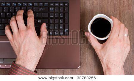 Kaffee mit Laptop