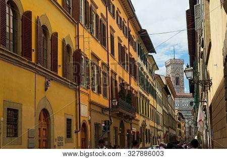 Florence, Italy - June 1, 2019: The Via Di Ricasoli Runs Past The Famed Galleria Dell Accademia Di F