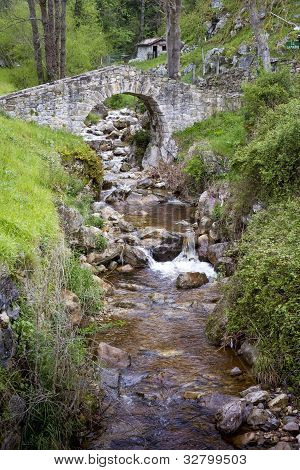Poo De Cabrales, Old Rustic Village Of Asturia