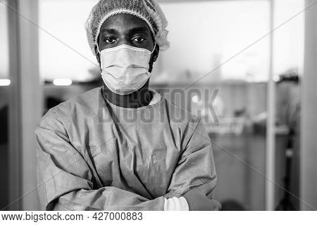 Doctor Wearing Protective Face Mask Fighting Against Corona Virus Outbreak - Health Care And Medical