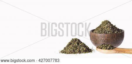 Artemisia Dracunculus - Dried Organic Tarragon Leaves In Wooden Bowl