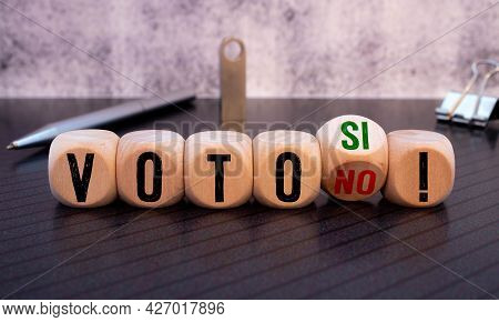 Cubes And Dice With The Spanish Word For Vote Yes And No - Voto Si No