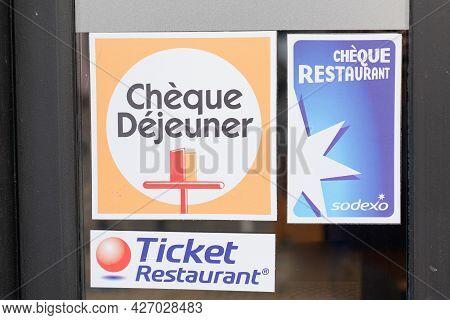 Bordeaux , Aquitaine France - 07 07 2021 : Ticket Restaurant Edenred Brand Cheque Dejeuner Sodexo Re