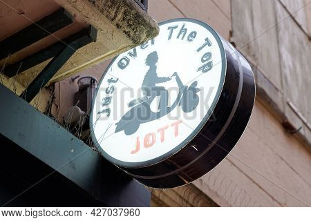 Toulouse , Occitanie France  - 06 25 2021 : Jott Logo Text And Brand Sign Just Over The Top Store Si
