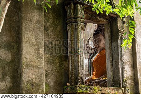 Wat Somdet Old (thai Temple) It Was Abandoned Is Located At The Jungle On A Small Hill In Sanghklabu