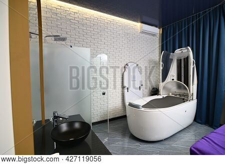 Modern Multifunctional Steam Spa Capsule In Luxurious Beauty Spa Salon. Interior Of Wellness Spa Res