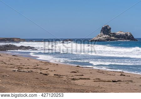San Simeon, Ca, Usa - June 8, 2021: Pacific Ocean Coastline North Of Town. Lion Shaped Piedras Blanc