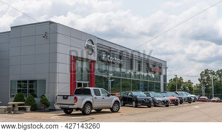 Wilkins Township, Pennsylvania, Usa July 18, 2021 Cars Parked In Front Of The #1 Cochran Nissan Monr