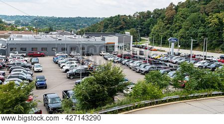 Monroeville, Pennsylvania, Usa July 18, 2021 New And Used Cars In The Ford Of Monroeville Car Dealer