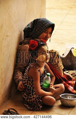 Burmese Mother And Son Daughter Beggar Sitting And Begging Money From Burma People And Foreign Trave