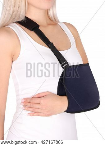 Shoulder Joint Brace. Bandage On The Shoulder Joint (scarf) With Additional Fixation. Deso's Handwra