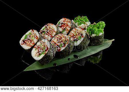 Futomaki With Eel, Tobiko, Cucumber, Lettuce, Unagi Sauce