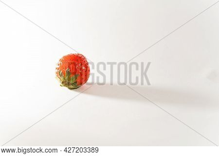 Strawberry, One Berry, Red, Scarlet, Ripe, Close-up, Horizontal, Food And Drinks, White Background