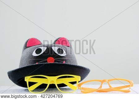 Felt Hat Black With A Cat's Face And Colored Eyeglass Frames