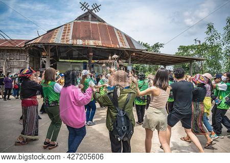 Loei-thailand-24 Oct 2020:unacquainted People Danceing Tai Dam Folk Dance At  Tai Dam Cultural Villa