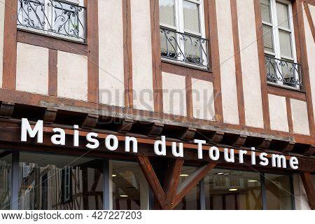 Poitiers , Aquitaine  France  - 06 30 2021 : Maison Office De Tourisme Logo And Text Sign Means Info