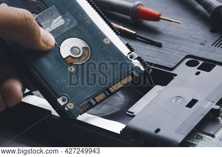 Mechanic Install Hard Disk Drives 2.5 Inch (hdd) Into Slot Of Computer Laptop
