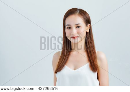 Beautiful Smiling Woman With Clean Skin, Natural Make-up.