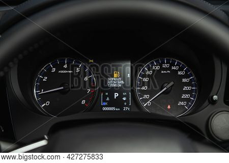 Novosibirsk, Russia - July 07, 2021:   Mitsubishi Outlander, Round Speedometer, Odometer With A Rang