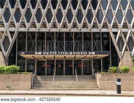 Pittsburgh, Pa - 5 July 2021: Modern Architecture In Downtown Pittsburgh For United Steelworkers Uni