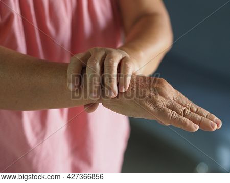 Guillan Barre Syndrome, Vaccine Covid-19 Coronavirus Treatment, Woman Holding Hands Rare Disorder Bo